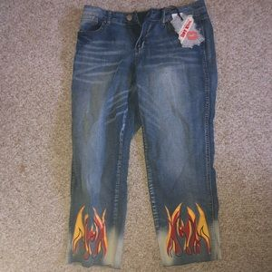 Rue 21 Jean capris with flame